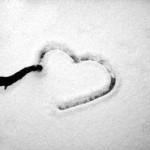 serce na śniegu