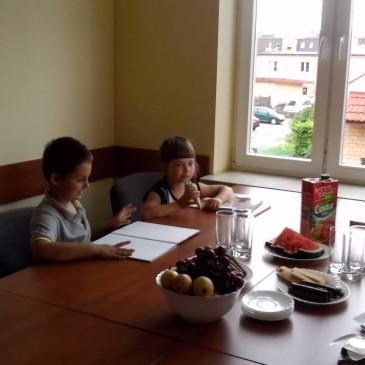 I słodkości i prezenty (Oliwia i Adam)