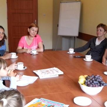 W tym samym czasie Mamy mają relaks przy kawie (Marta, Bożena, Asia, Emilka)
