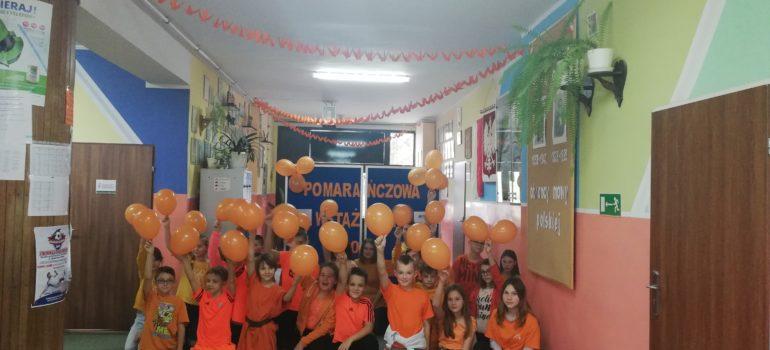 """Kampania """"Pomarańczowa wstążka"""" w Szkole Podstawowej w Grabowie"""